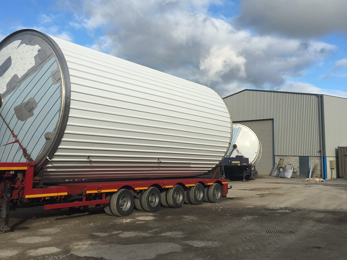 Large Vessels - SX Engineering - Polished water silos wyeth