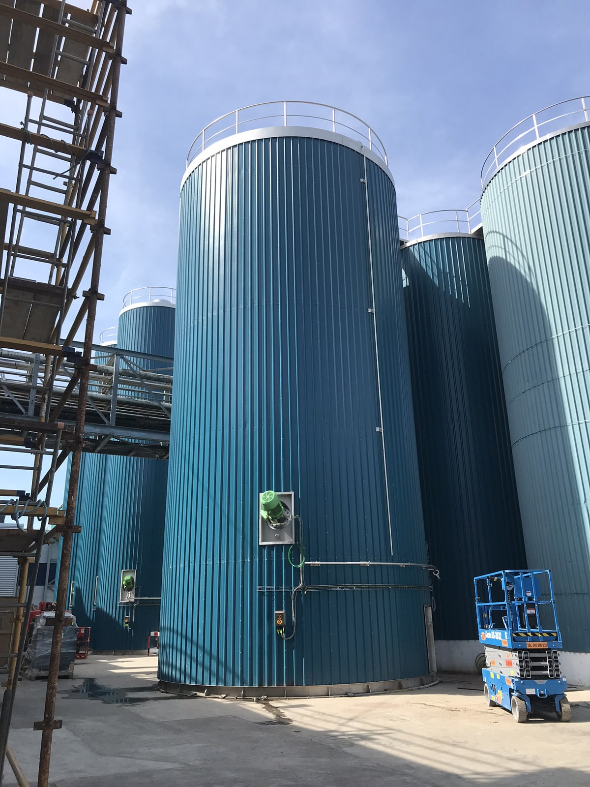 Large Vessels - SX Engineering - Site built 500000 ltr raw milk silo